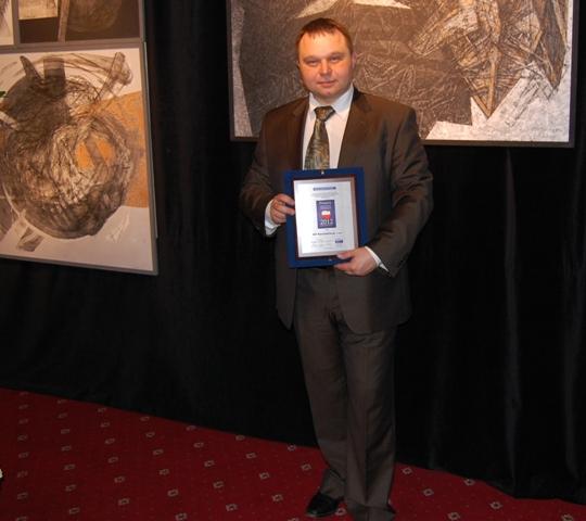 Prezes Tomasz Brusilo prezentuje Symbol Skutecznej Windykacji 2012